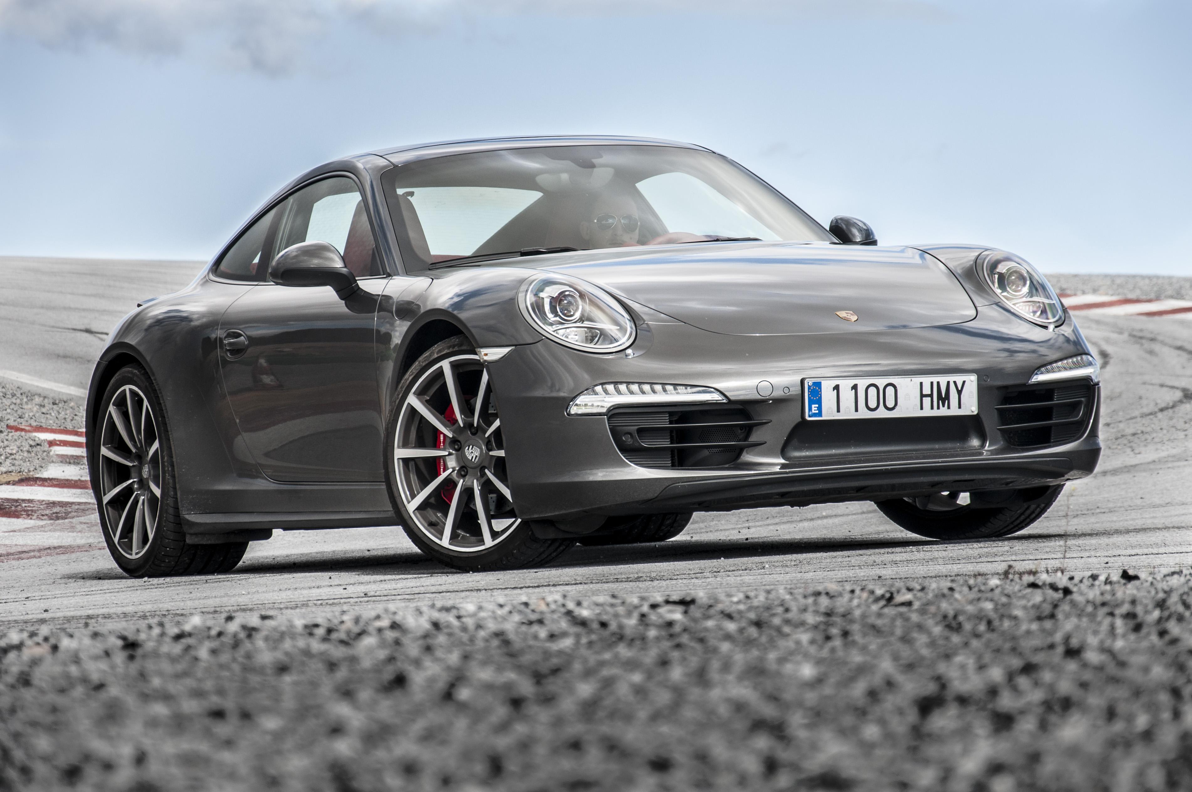 2013_Porsche_911_Carrera_4S_(991)_(9626546987)